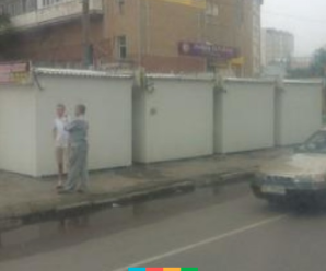 На вулиці Тролейбусній поблизу візового центру з'явилися нещодавно демонтовані кіоски