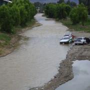 Прикарпатські рятувальники упіймали двох авторагулів, які мили свої автомобілі у Дністрі