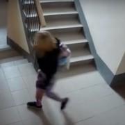 Сила соцмереж: завдяки повідомленням у Фейсбуці та Вконтакті в Івано-Франківську знайшли крадійку дитячих речей (ВІДЕО)