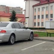 """На Прикарпатті упіймали «мажора», який ганяв на крутому """"BMW"""" із фальшивими поліцейськими номерами (відео)"""