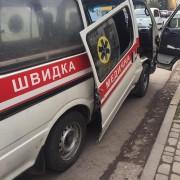 В Івано-Франківську в автомобіля швидкої допомоги під час руху відвалилися двері (фотофакт)