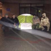 Депутат Волгін дотримав слова і розпочав сухе голодування під міською радою. ФОТО