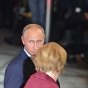 У Берліні українці і сирійці зустріли Путіна хітом футбольних ультрас (відео)