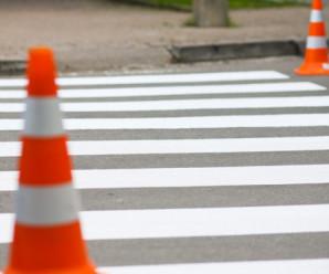 """У Франківську водій на """"Ауді"""" збив пішохода на зебрі та втік з місця пригоди"""
