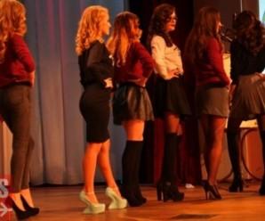 В Івано-Франківську сексуальні студентки провели дефіле в медичних костюмах (фото)