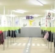 У франківській школі зробили роздягальню з дорожньою розміткою