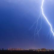 Ведучу погоди вбило блискавкою в прямому ефірі: відео