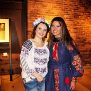 Прикарпатка подарувала Руслані плаття, яке пошила власноруч (фото)