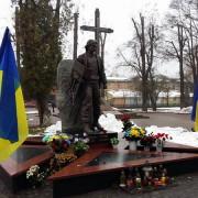Франківці вшанували загиблих на Євромайдані та в зоні АТО Героїв (ФОТО)