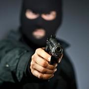 Щоб зробити незабутнє освідчення своїй дівчині, молодий прикарпатець влаштував «збройне пограбування ресторану» (відео)