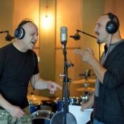 """Воїн АТО і лідер гурту """"Мандри"""" записали неймовірно чуттєву пісню про майданівців. Прем'єра відео"""