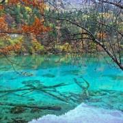 10 найбільш незвичайних різнобарвних озер на Землі ( фото)