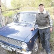 Гуцул Микола Ребенчук їздить на авто вже 62 роки (фотофакт)