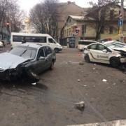 Таксист протаранив патрульних у Дніпрі