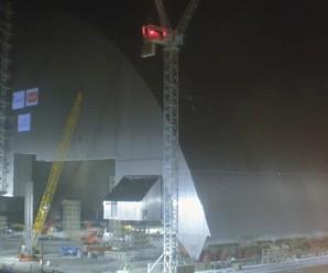 У Чорнобилі 4 енергоблок АЕС почали вкривати саркофагом