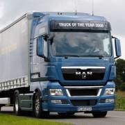 В Івано-Франківську перекинулась вантажівка (фото)