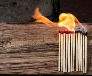 На Коломийщині сім вогнеборців гасили пожежу, є травмований