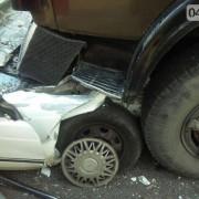 В Одесі жінка вилетіла на зустрічну і врізався в КАМАЗ (фото)