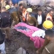Страшна залізнична катастрофа в Індії. Загинуло 90 осіб