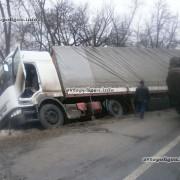 На Тисмениччині перекинулась вантажівка: 60-річного водія госпіталізували