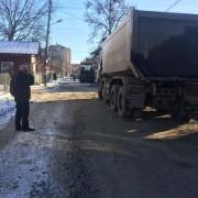 """Проектанти-комунальники """"напартачили"""" з каналізацією на Кармелюка. Роботи по облаштуванню дорожнього покриття зупинені (фото)"""