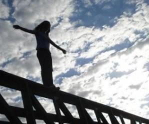 Під Франківськом з мосту кинулася жінка