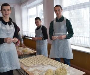 Ліки, їжа та спецодяг: франківські волонтери просять допомогти бійцям АТО (ВІДЕО)