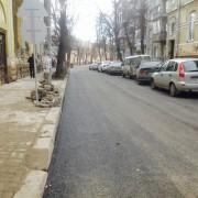 На вулиці Гнатюка проводились роботи з укладення першого шару асфальту