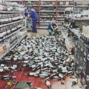 Алкоапокаліпсис у Тернополі: в місцевому супермаркеті обвалилися стелажі з алкоголем (фото)