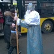 У тролейбусах Франківська Миколай вітав пасажирів зі святом (фото)