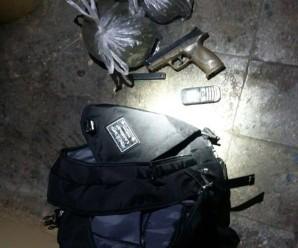 В одному з будинків Івано-Франківська патрульні виявили наплічник з пістолетом та наркотиками (фото)