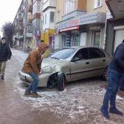 В Івано-Франківську автівка заїхала в магазин (фото)