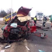 Жахлива ДТП на Львівщині: після зіткнення з маршруткою автівку розчавило, водій загинув