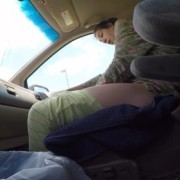 Унікальний випадок: молода мама народила малюка за 1 хвилину прямо в машині (відео 18+)
