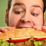 В Івано-Франківську чоловік намагався «пообідати» в магазині задарма