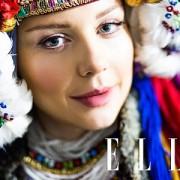 Відома франківчанка приміряла український весільний костюм початку XIX століття (фото)
