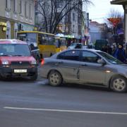 В середмісті Франківська Fiat в'їхав у Hyundai, який пропускав пішоходів