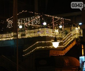 Свята наближаються: як виглядає Івано-Франківськ напередодні Нового року (фоторепортаж)