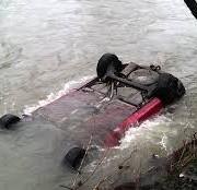 """Цієї ночі, на Прикарпатті впав з обриву у річку Чорний Черемош """"позашляховик"""" «Міцубісі L-200». Водій із місця пригоди утік"""