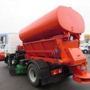 Підготовка до снігопадів: у Франківську придбали за майже 2,5 млн грн машину для розкидування піску