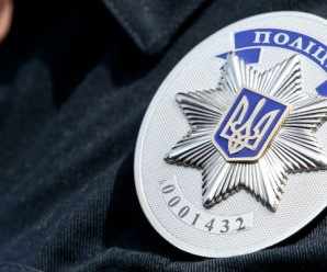 В Івано-Франківську патрульні затримали хулігана, який у відділенні завдав собі шкоди(відео)
