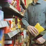 На гарячому спіймали франківця, який вкрав з супермаркету продуктів на 1500 грн
