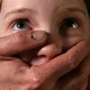 У Києві чоловік згвалтував 8-річного хлопчика прямо в під'їзді (Відео)