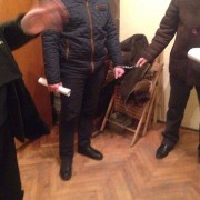 """У Мукачеві поліцейських затримали за """"кришування"""" наркопритулку (ФОТО)"""