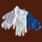 Патрульні затримали франківця, який від нудьги кидав на прохожих рукавички з водою