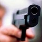 Чоловік у середмісті погрожував продавцеві магазину незареєстрованою вогнепальною зброєю