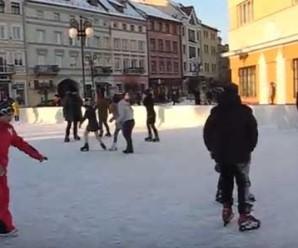 В Івано-Франківську запрацювала ковзанка (Відео)