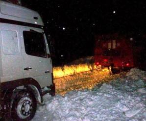 На Прикарпатті дві автівки заїхали в кювет