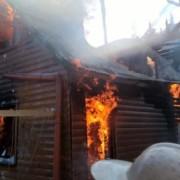 Високо в Карпатах згоріли будиночки для туристів