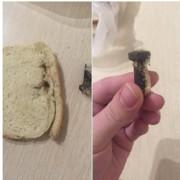 """Добре хоч не вдавилась: франківчанка придбала хліб із """"сюрпризом"""" (фото)"""
